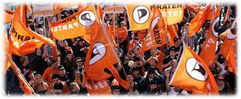 """Piratenflagen bei der Demonstration """"Freiheit statt Angst"""" im Jahr 2009"""
